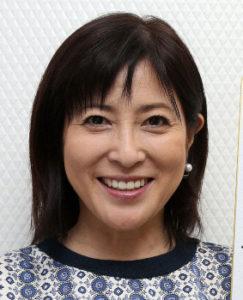 岡江久美子 学歴